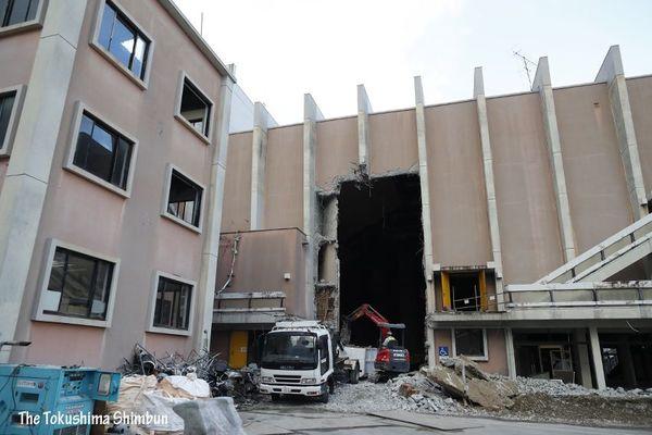 徳島市文化センター解体進む|徳...