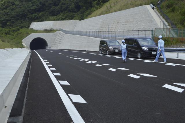板野町内の区間を公開 4車線化工...